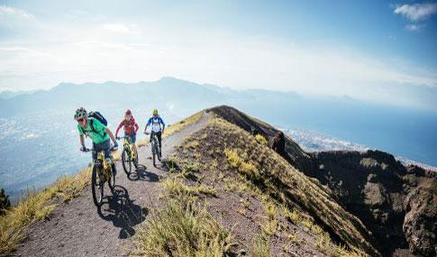 E-bike Tour mit Hans Rey und Silvia Rey am Vesuv.jpg