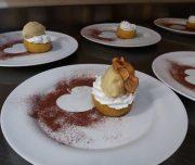 Bei der kulinarischen Woche ist auch ein Kochkurs im Programm. Tris di Mela featured Apfel in 3 Konsistenzen: gebacken, getrocknet und als Eiscreme