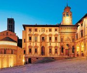 ALPStours Arezzo piazza grande Verso Roma Trekking Bike Tour